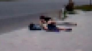 【エロ注意】なにも白昼の路上で青姦しなくてもいいのに…。ってカップルの動画www