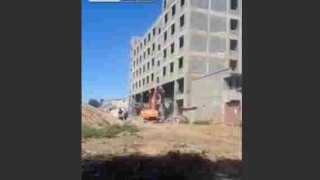 【衝撃動画】ビル解体現場で作業中に突然、ビルが崩れ落ち全壊する…。