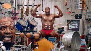 【オモシロ動画】マッチョな男性が奏でるマッスルミュージックwww