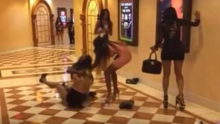 【エロ注意】ボディコン美女たちの大乱闘にはパンチラが付き物ですwww