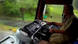 【衝撃動画】インドの路線バスのワイパーwww