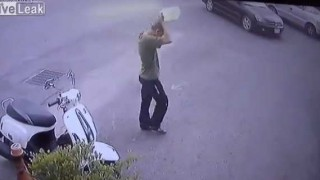 【閲覧注意】即火だるま…。灯油らしき液体を被った男性が焼身自殺。