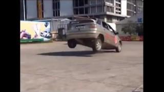 【衝撃動画】中国でアメ車的なハイドロ搭載して自動車を改造した場合www