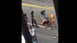 【エロ注意】売春婦同士が半裸で縄張り争いのためにケンカしてるぞwww