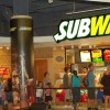 サンドイッチのSUBWAY店に凄い女が入ってきた… ほぼ全裸・・・(動画)