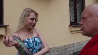 【動画】路上の売春婦を理髪店に連れ込み丸坊主にする強面のフェチおやじwww