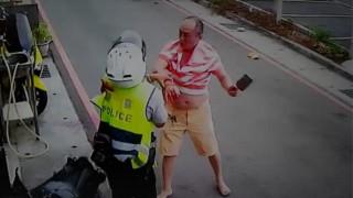 【閲覧注意】出刃包丁で警察官をズタズタに切り裂くハゲおやじ。