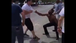 【衝撃動画】ケンカになった相手が弱いとみて挑発しまくるマッチョな男性の末路www