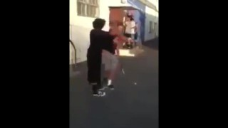 【動画】堪忍袋の緒が切れたイジメられっ子が相手の頭部を金属バットで殴る音。