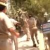 【衝撃動画】インドの警察官同士が木の棒で戦ってるんだけどwww