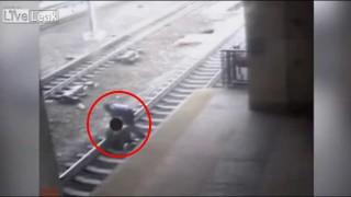 【衝撃動画】英雄と呼ばれたニュージャージーの駅員。