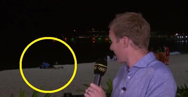 リオオリンピックの中継で「カップルが後ろでセ○クスしてる!」と話題の映像
