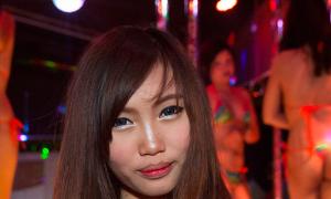 【画像】タイの風俗『ゴーゴーバー』こんな可愛い子が一発6000円ってマジ?