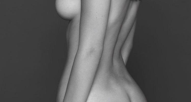 【画像】19歳のトップモデルが乳首まで出してるヌードを披露、これはレベル違うわ