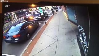 【動画】もの凄いスピードで壁に激突して自殺を図ったドライバー。
