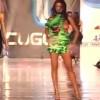 【エロ注意】ファッションショーで爆乳スーパーモデルが完全にポロリしてるwww