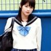 タイのモデルが「日本の女子高生の制服」で撮影したひまわり畑が美しすぎるwww【タイ人の反応】