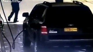 【事故動画】ハイブリッドカーを子供をのせたまま充電中してたらいきなり炎上する…。