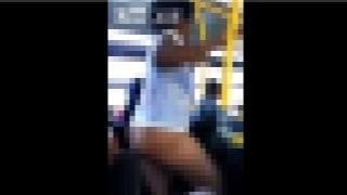 【動画】ブチ切れて路線バス内で下半身裸になる女性。