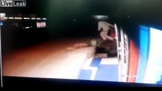 【事故動画】酒は呑んでも呑まれるなってのがよくわかる動画2本。
