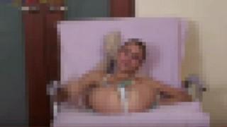 【エロ注意】体操選手のロシア人美女がエッチなランジェリーとセクシーな衣装着用で色々なストレッチ見せてくれてるwww