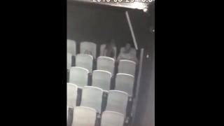 【エロ注意】映画館で映画見ないでフェラしちゃってるカップルwww