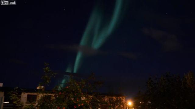 オーロラをインターバル撮影した動画