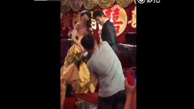 中国の結婚式でのエッチな余興
