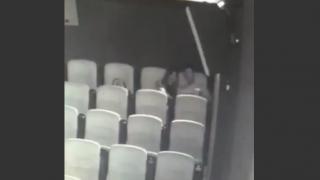 映画館の中でイヤらしい行為をする中国のカップル【動画】