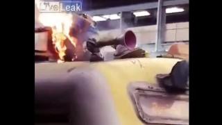 【閲覧注意】電車の屋根の部分で生きたまま感電した上に炎上している男性。