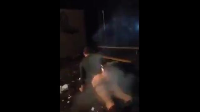 肛門にロケット花火が刺さった男性の画像