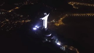 【衝撃動画】高出力のレーザーポインタをリオのあのキリスト像に設置しちゃうロシア人w