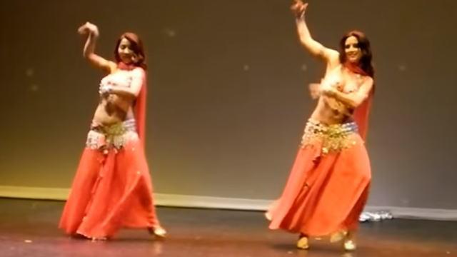 ウイグルの女性のセクシーな踊り