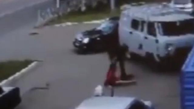 16歳の女子高生が車に連れ込まれ誘拐されるガチの映像が流出