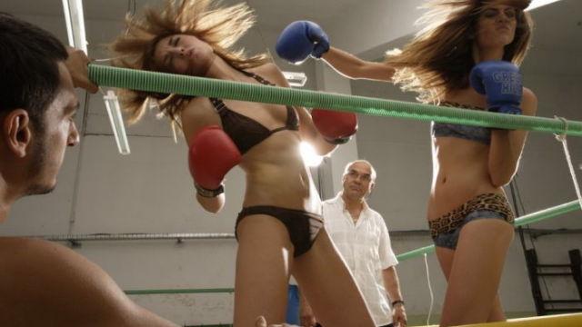 【スーパーモデル顔負け】の女の子たちの、激しい「ボクシングフォト」[7]images