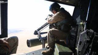 【動画2本】海兵隊のヘリコプターからの実弾射撃演習が迫力ありすぎwww