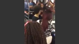 【動画】口論で先に手を出した女、男にフルスイングの平手打ちをくらうw