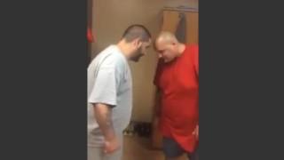 【誰得動画】肥満体型のおっさん同士が頭突きでガチンコ対決www