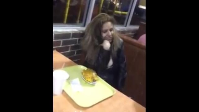 レストランでフェラした直後の女の子の画像