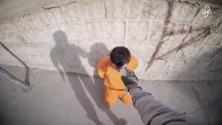 【超閲覧注意】ISISが散弾銃で頭部を撃ち処刑するところをスローモーション撮影した動画。