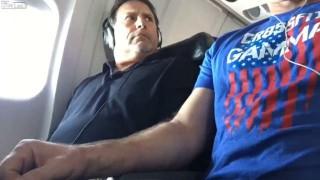 【動画】飛行機内にて肘掛の奪還に成功した瞬間の動画wwwww