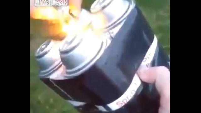 塗料のスプレー缶を4本束ねた簡易的な爆弾