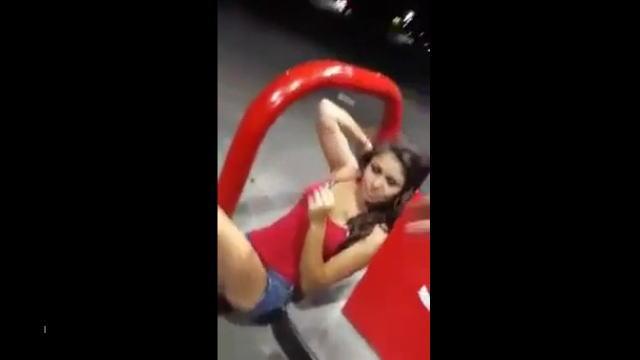 【動画】薬物でおかしくなった美女が他人の車に勝手に乗り込んで来た。