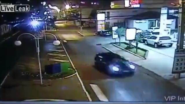 ブラジルの道路に設置された監視カメラに映った自動車