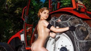 農業に従事する女の子のエロ画像(32枚)