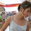 【画像】スーパーで乳首とかマ●コまで見えそうになってる少女ってエロすぎるよな