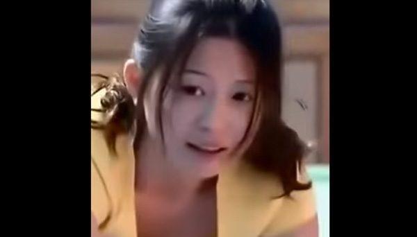 【動画】幼稚園の先生の胸チラがエロ過ぎる・・・