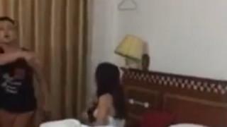 嫁が浮気相手とセ○クスしている部屋に突入・・・(動画)