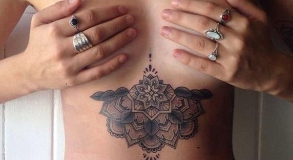 おっぱいのタトゥー、女子の間で流行る・・・(画像)