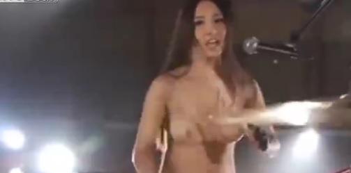 【エロいライブリーク】日本に全裸でライブするアイドルグループが存在するって知ってた?